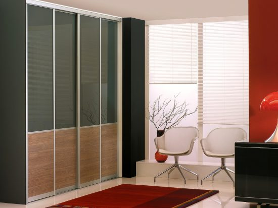 Forest Grey interlayer-laminated glass& Textured Walnut panel